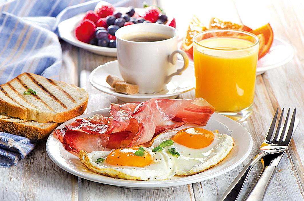 享用一份營養均衡的早餐,可以讓你一天都有好精神。如果早餐選用正確的食物也可以抑制食慾,讓你在午餐時間感覺飽腹,以免進食過多。(資料圖片)