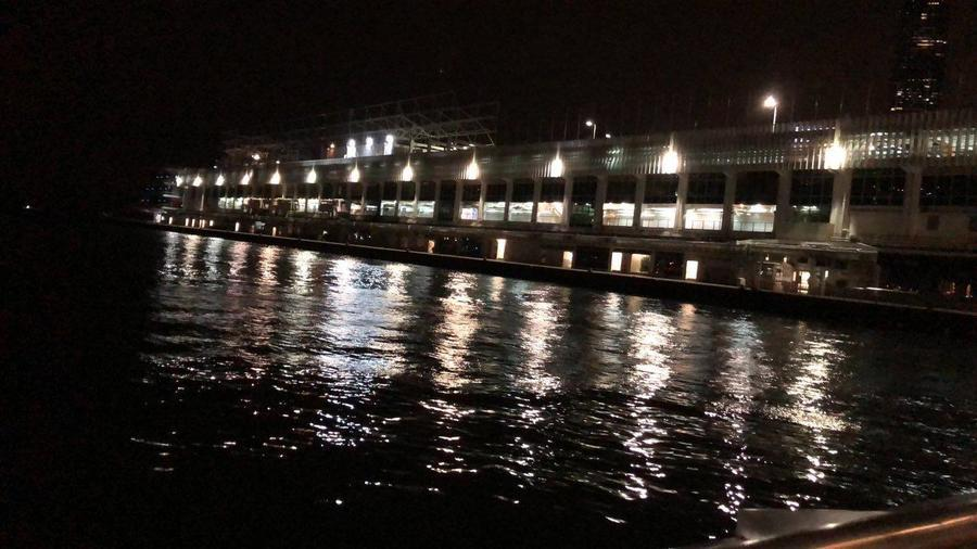 八號風球下香港尖沙嘴碼頭風平浪靜