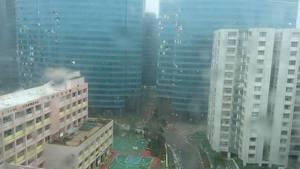 【山竹襲港】十級颶風「山竹」 港樓宇搖晃 玻璃窗吹爛