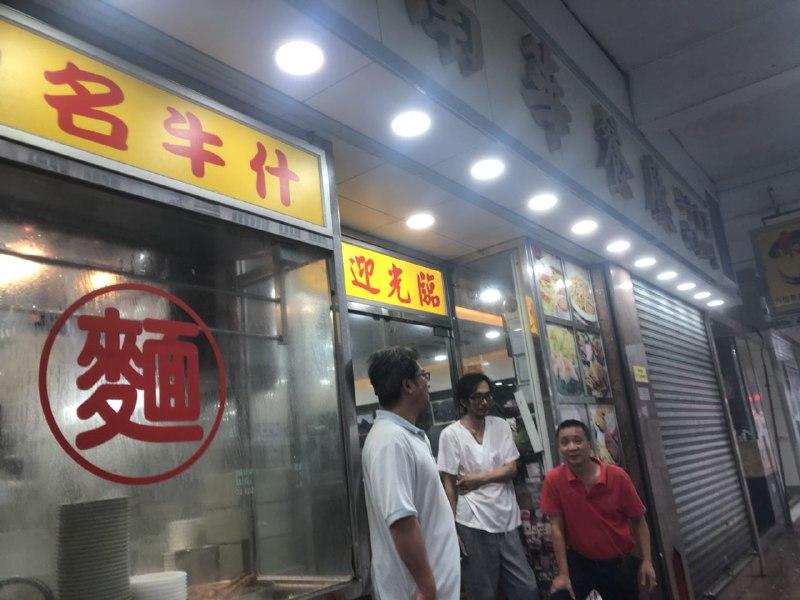 窩打老道南華餐廳照常7點營業。(梁珍)