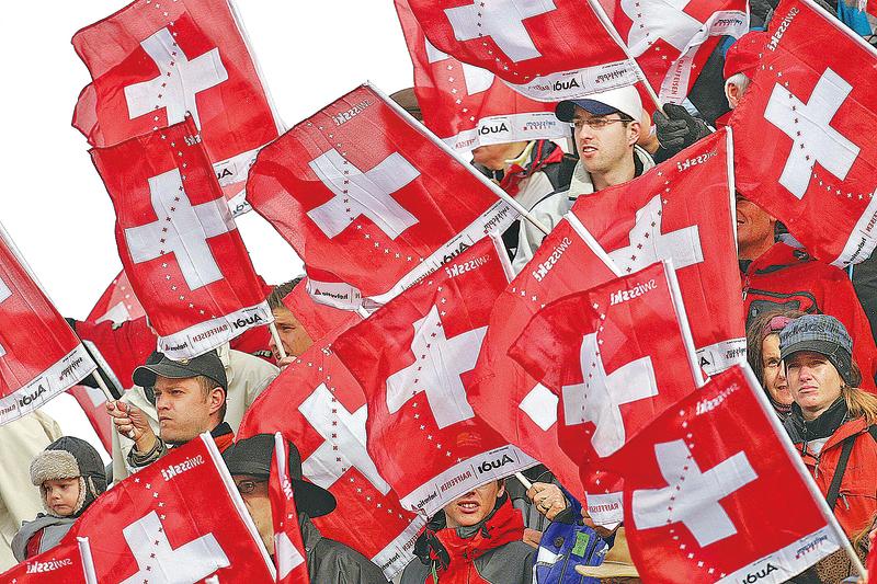 6月5日,瑞士舉行全民公投,決定是否國民不工作,仍可享有月領2,500多瑞郎的基本收入。(AFP)