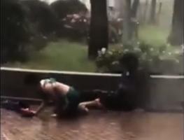【山竹襲港】水淹小西灣運動場 行人被吹滾地