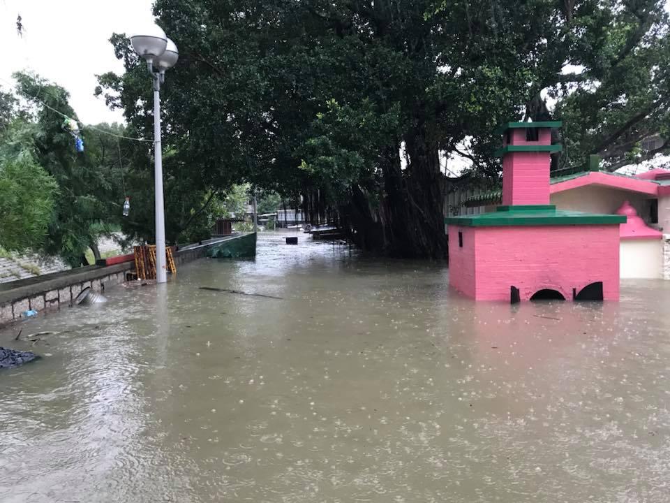 大澳太平街被淹沒。(生於大澳 長於大澳FB/Chiu Leung)