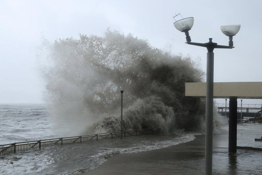【山竹襲港】十號風球懸掛十小時 至少300餘人受傷