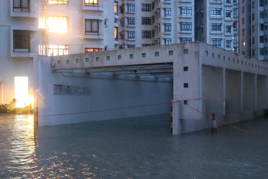 停車場再度被淹沒。(陳仲明/大紀元)