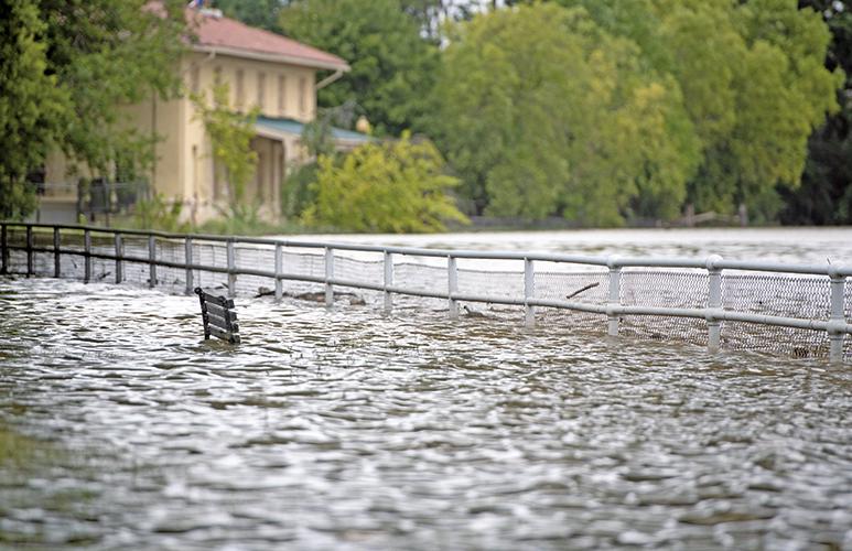 佛羅倫斯致13人死 洪水災害將持續數日