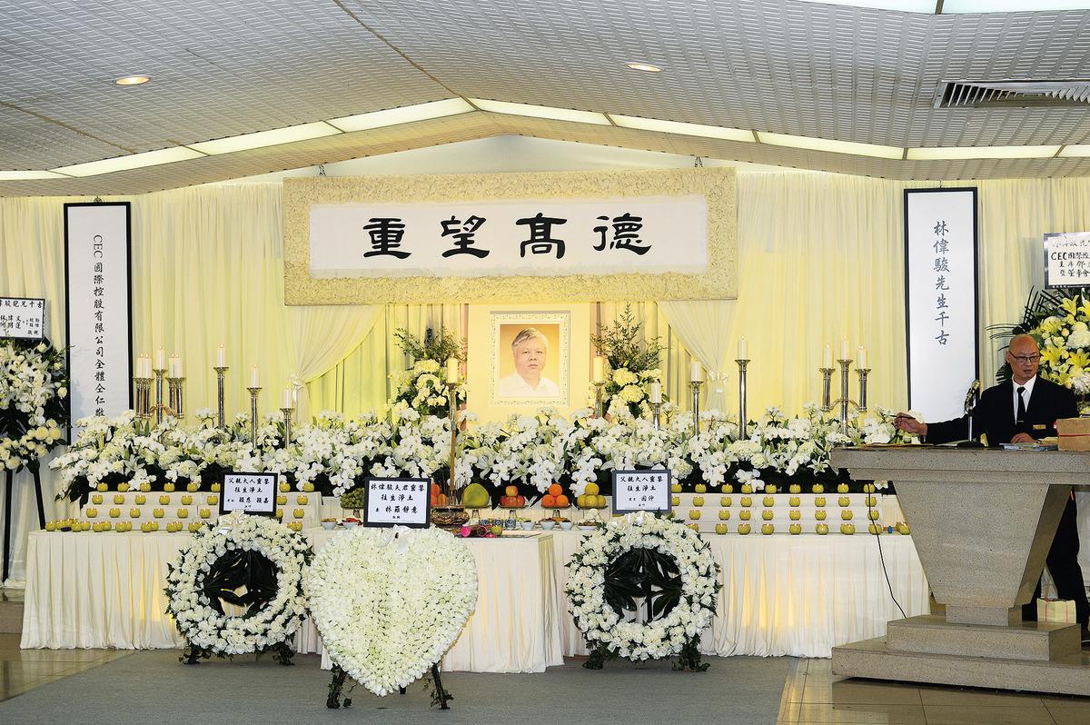 759阿信屋創辦人林偉駿告別禮昨日舉殯,現場播放《阿信的故事》主題曲。(宋碧龍/大紀元)