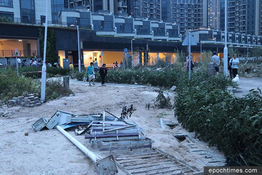 將軍澳南海傍一帶為今次山竹襲港的重災區之一。(陳仲明/大紀元)
