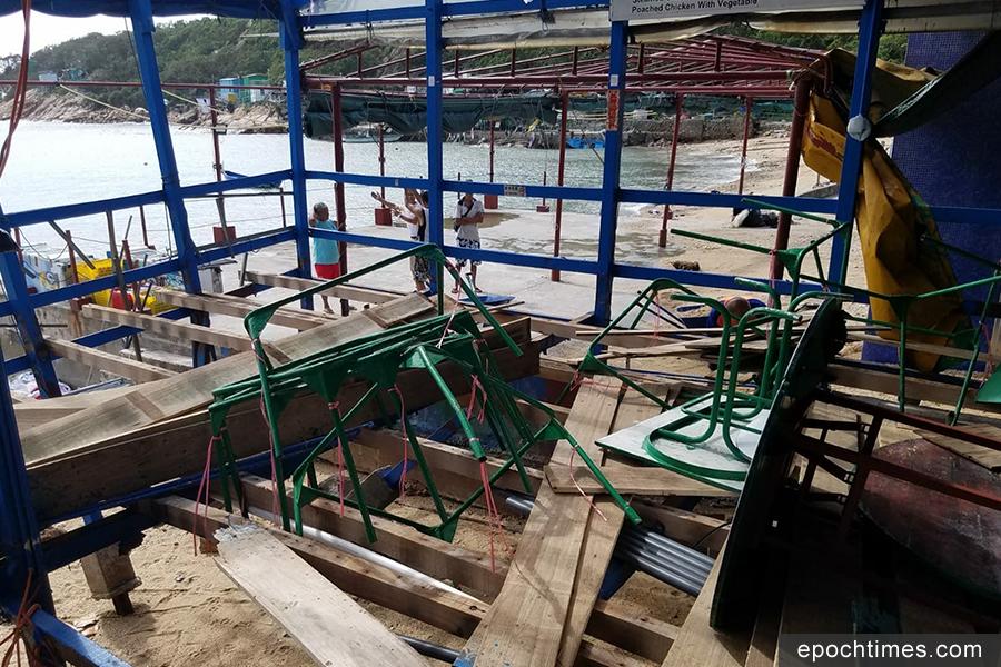 明記海鮮酒家遭到重創,搭建在海邊作為食肆的木棚斷裂。(圖片來源:蒲台島原居民提供)