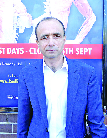 澳洲維吾爾人協會主席艾拉在發佈會上表達了對維吾爾人處境的擔憂。(安平雅/大紀元)