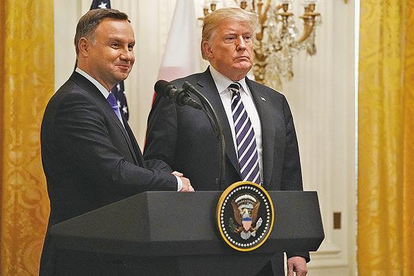 美國總統特朗普周二和波蘭總統會面時表示,美國對談判敞開大門,但若中方報復美國農民將開展第三階段徵稅。(Getty Images)