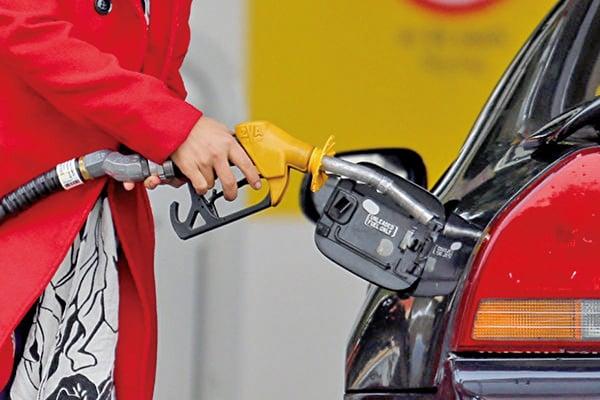 美國原油價創兩個月新高,增加市場對通脹的憂慮。(Scott Barbour/Getty Images)