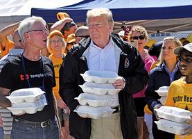 特朗普訪北卡承諾100%支持颶風受害者