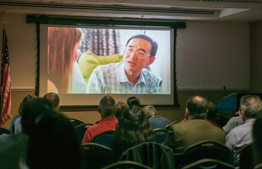 7月24日晚,紀錄片《求救信》在美國外交協會放映,讓許多在外交和人權領域工作的觀眾深受感動。(李莎/大紀元)