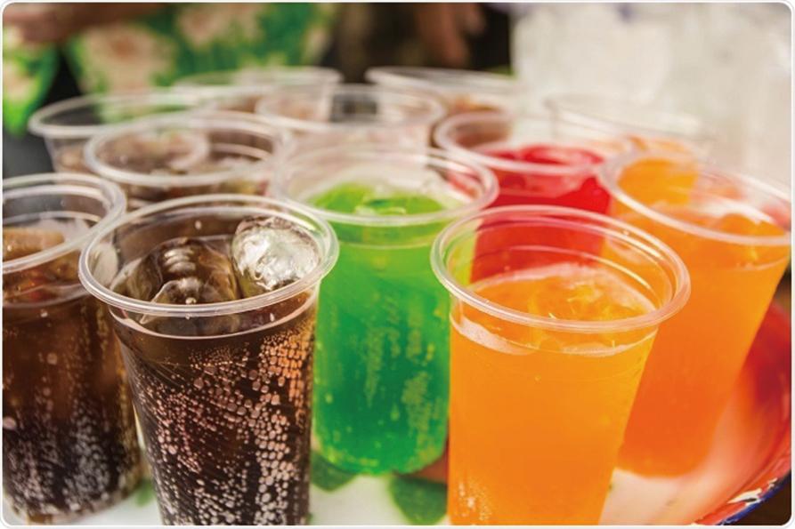 含糖飲料可能會損害大腦,而無糖汽水還可能增加中風和失智症風險。(Thanamat Somwan / Shutterstock.com)