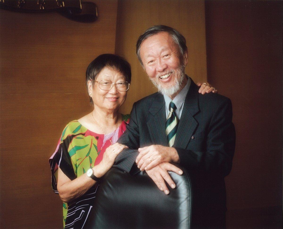 諾貝爾物理學獎得主、「光纖之父」高錕病逝,享年84歲。圖為高錕及夫人合照。(中文大學提供)