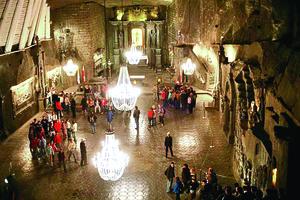 波蘭地下教堂 完全由鹽雕成