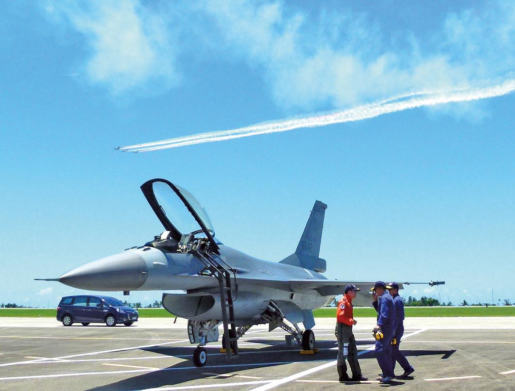 美國同意軍售台灣F-16(圖)、C-130等戰機備件。(龍芳/大紀元)