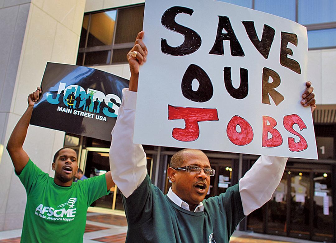 美國工會人士在邁阿密抗議政府削減開支造成工作流失。(Getty images)