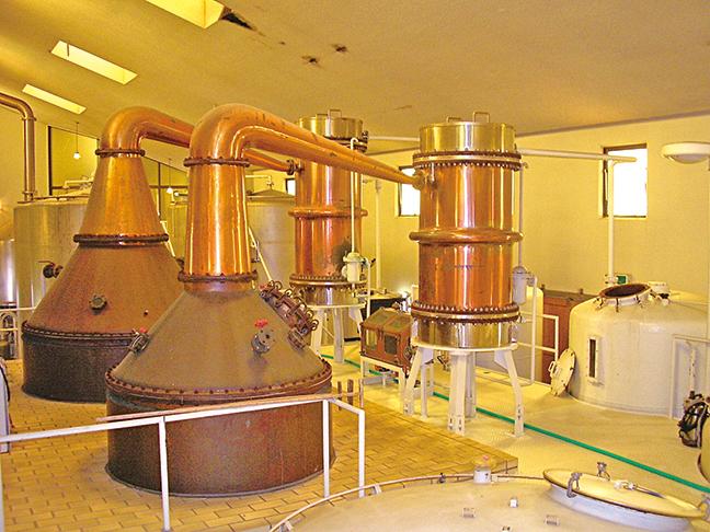 江井嵨酒造公司威士忌蒸餾設備。