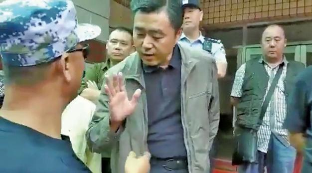 2018年9月25日,老兵在北京軍委大院維權,拒絕被忽悠。(影片截圖)