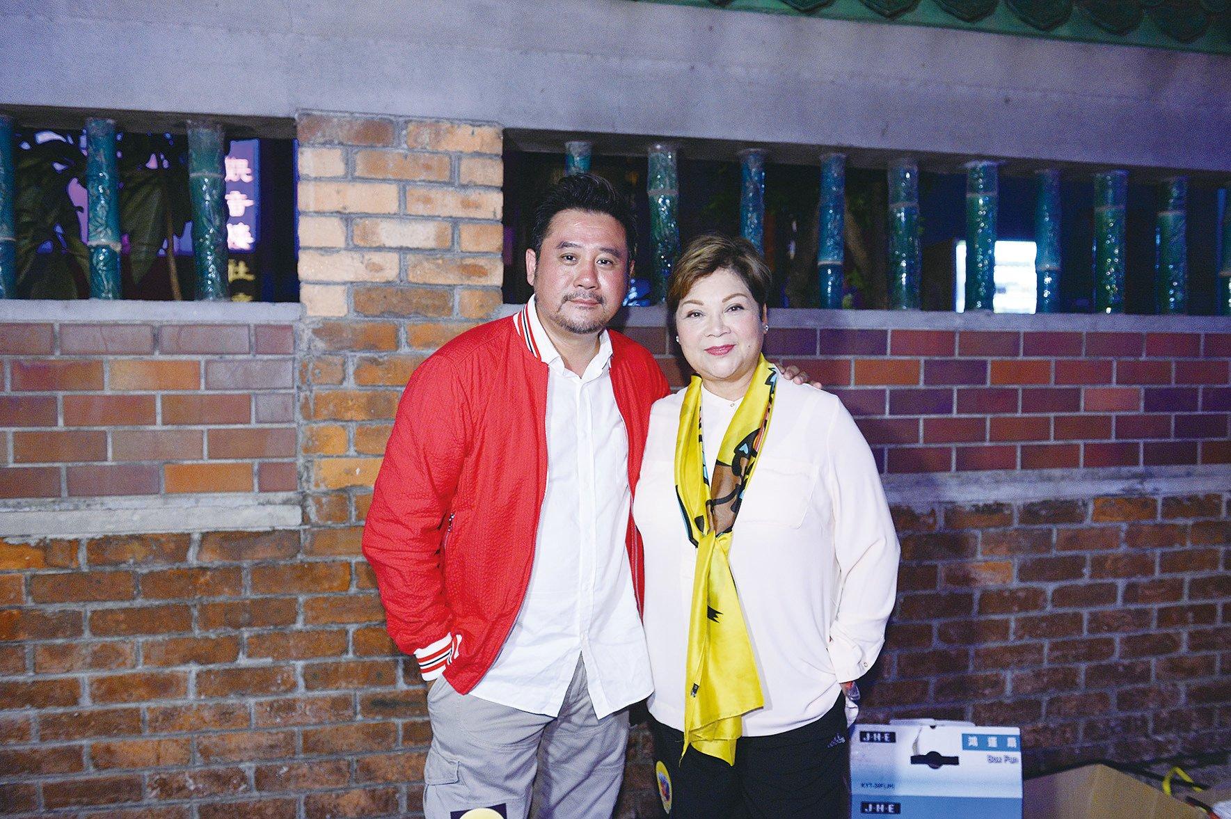 肥媽和麥長青(右到左)參加活動,勾起他們懷念兒時的香港。(宋碧龍/大紀元)