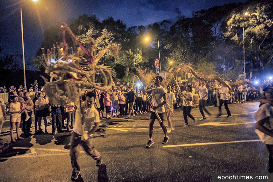 中秋舉辦舞火龍活動是坪輋的「新興」文化,首屆坪輋舞火龍在2015年舉辦,至今已踏入第四個年頭。(John Choy提供)