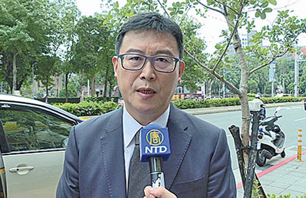 台北市長候選人姚文智籲強硬應對親共組織活動。( 新唐人電視台 )