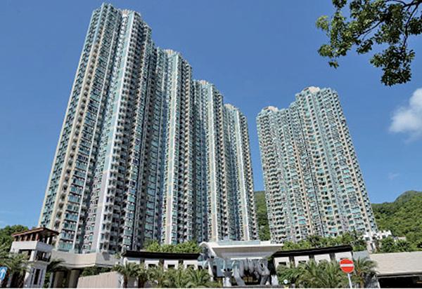 本港私人發展項目比去年同期劇減九成,圖為長實發展的日出康城。(大紀元圖片庫)