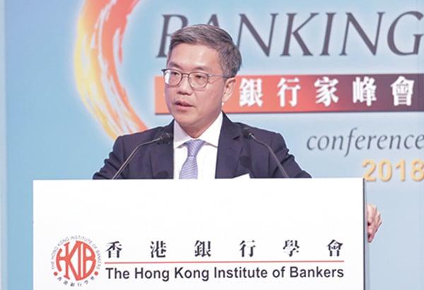 金管局副總裁阮國恒表示,到上月底共收到約30宗申請虛擬銀行牌照,預料最快今年底或明年初將會發出牌照。(郭威利/大紀元)