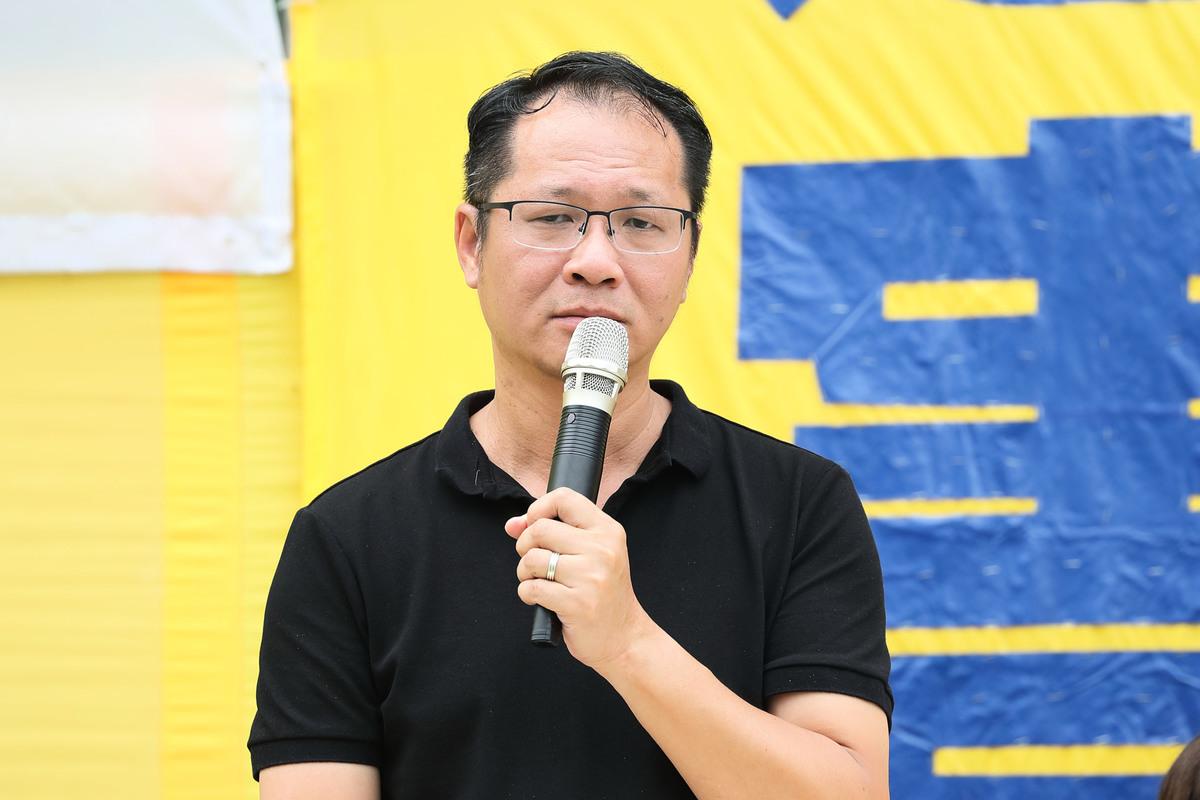 2018年10月1日上午,支聯會副主席蔡耀昌在反迫害集會上發言。(李逸/大紀元)