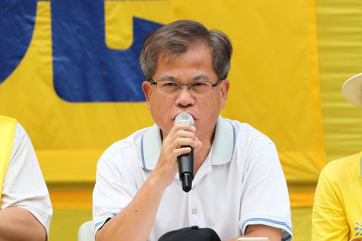 2018年10月1日上午,前立法局議員馮智活在反迫害集會上發言。(李逸/大紀元)