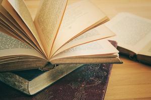 書本和報紙放久 為什麼會變黃?