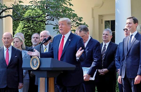 特朗普總統在周一(10月1日)的新聞發佈會上表示,美國將「重新開闢一條向世界提供支持的供應鏈」。(亦平/大紀元)