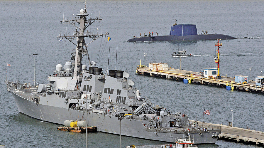 美軍艦航行南海 中共軍艦危險逼近