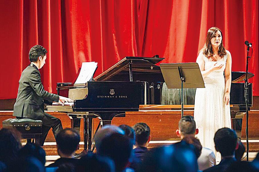 女高音林穎穎將會在《流水行雲-東西音樂對話》音樂會中用美聲演唱李白的古詩。(受訪者提供)