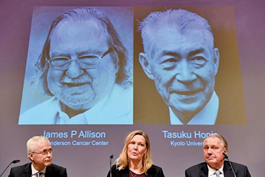 10月1日,美國科學家James Allison和日本科學家Tasuku Honjo因發現「革命性的癌症治療方法」,而被宣佈獲得2018年諾貝爾醫學獎。(JONATHAN NACKSTRAND / AFP)