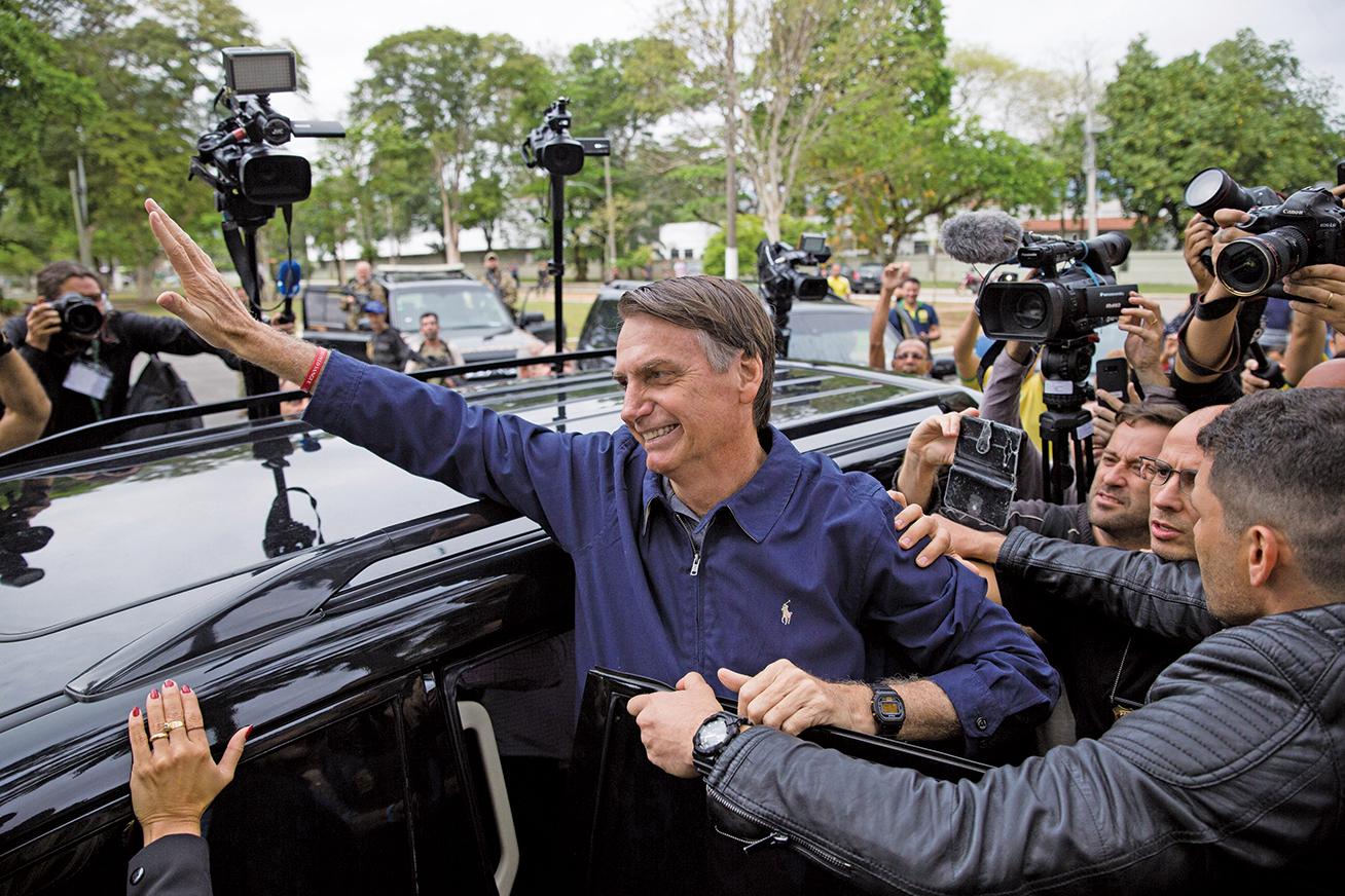 現年63歲的波索納洛被稱為「巴西版特朗普」,他自稱是「特朗普的崇拜者」,在總統選舉的首輪投票中領先其他候選人。(AFP)