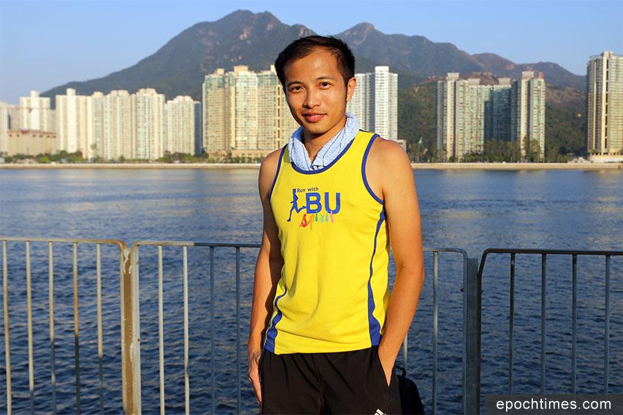 Ivan Lam在颱風後四次帶領義工團隊入鴨洲支援村民。(陳仲明/大紀元)