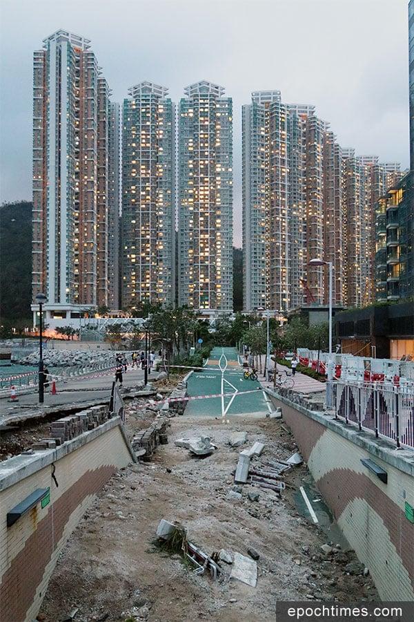 將軍澳海濱長廊受颱風山竹破壞嚴重。(陳仲明/大紀元)