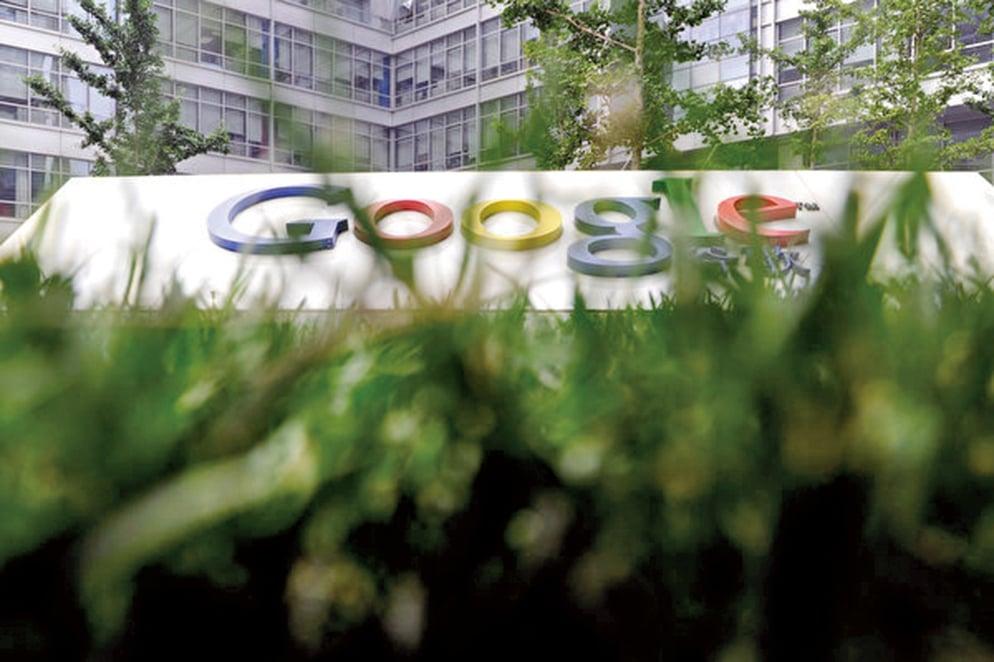 在被曝約50萬用戶的個人信息恐遭外洩,並刻意隱瞞該事實後,谷歌周一(10月8日)宣佈關閉了Google+消費者版。(AFP)