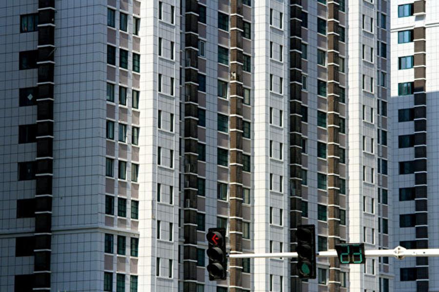 中國樓市已無淡旺季。據多項統計顯示,以往形容9、10月樓市銷售旺季所稱的「金九銀十」,已不再是定局。(Getty Images)