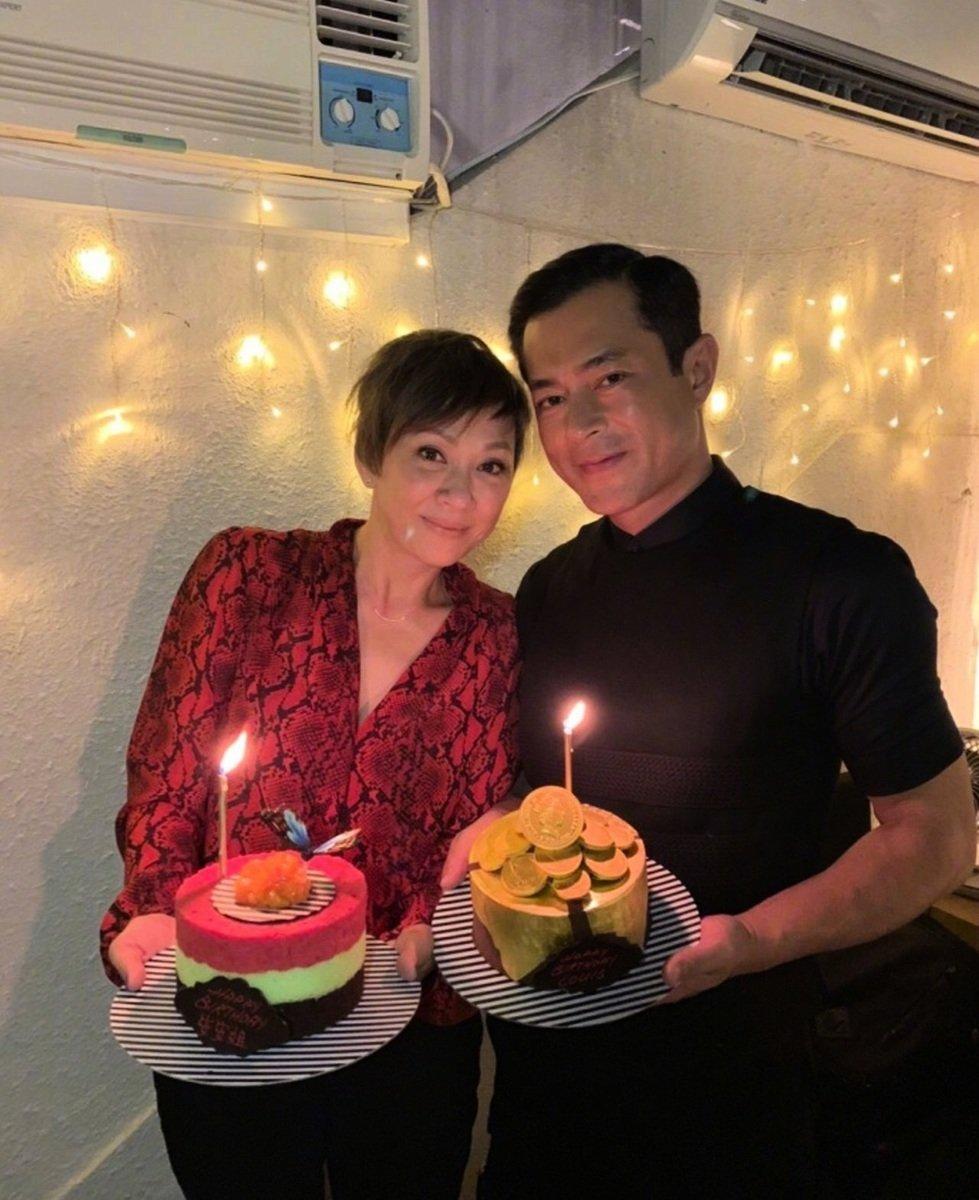 余安安(左)與眾人偶像古天樂一起提早慶生。(余安安微博圖片)