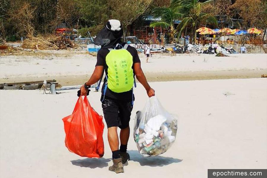 清徑先鋒隊員在行走麥理浩徑第二段的過程中,清理了70公斤的垃圾。(「清徑先鋒」Facebook)