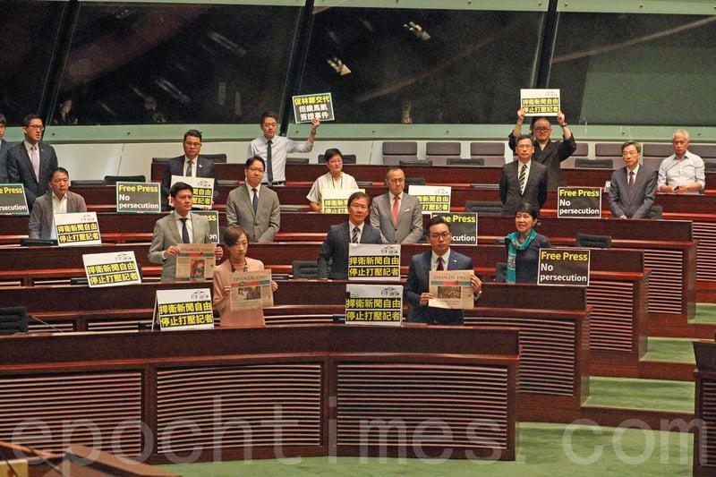 民主派議員離席抗議馬凱事件