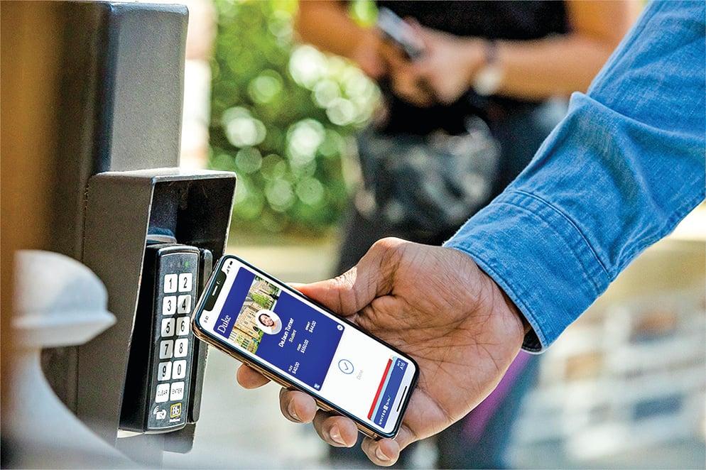 從10月2日開始,美國三所大學可以使用蘋果免接觸式學生證。(Apple)