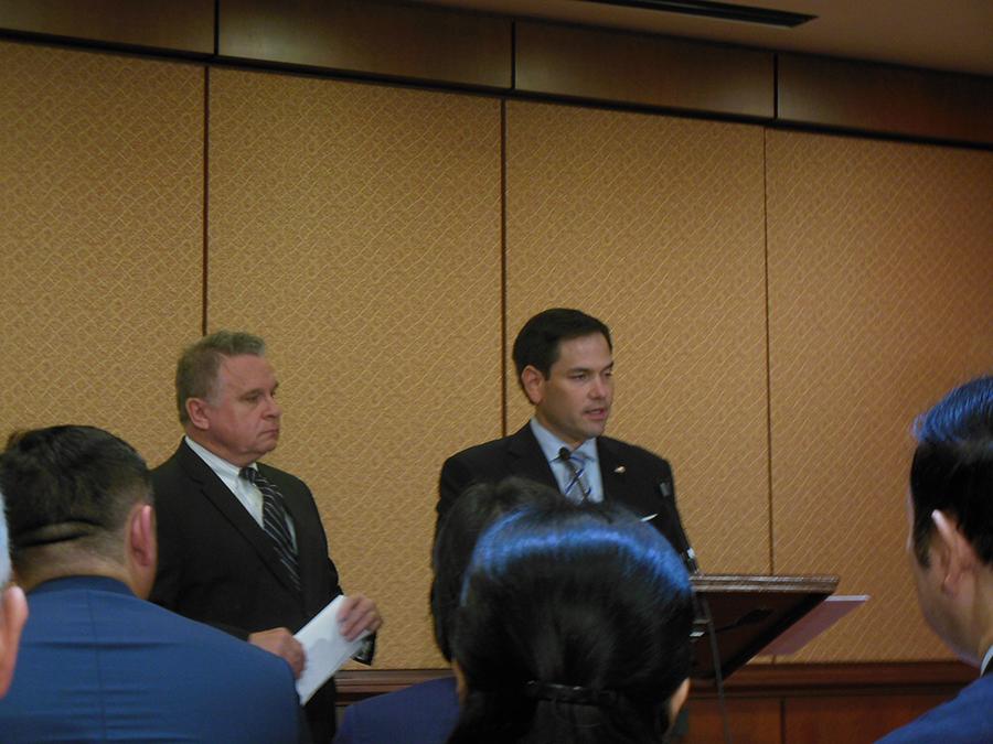 美國國會CECC主席、聯邦參議員盧比奧(右)正在發言。(李辰/大紀元)