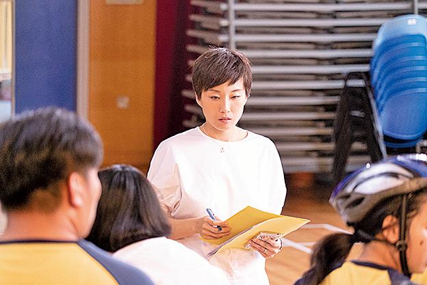 名校畢業的才女,但在特殊學校任職音樂科老師的徐寶雯,鬱鬱寡歡,一直心有不甘,想要離開,到精英學校執教鞭。