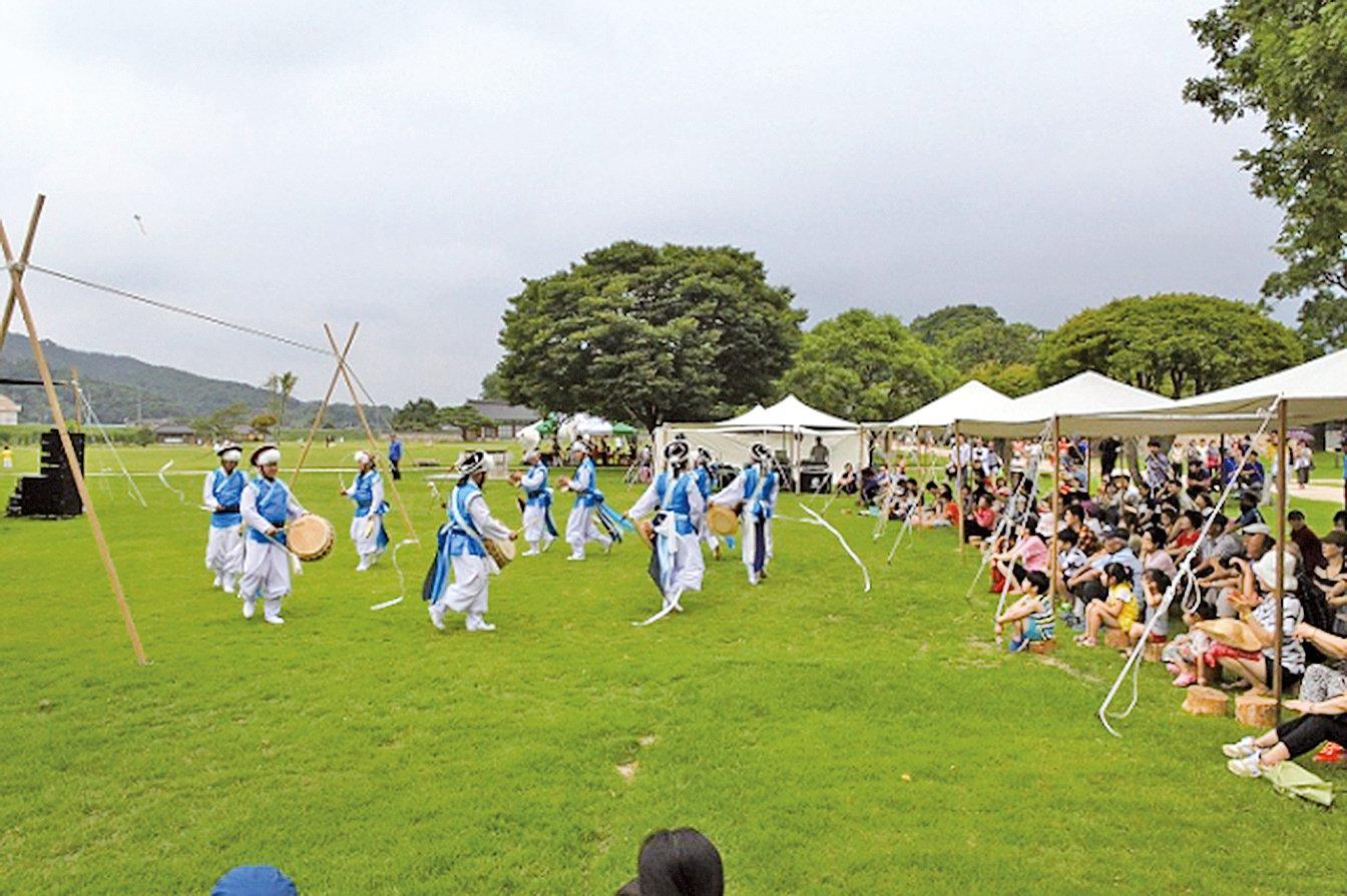 傳統慶典活動。(維基百科)