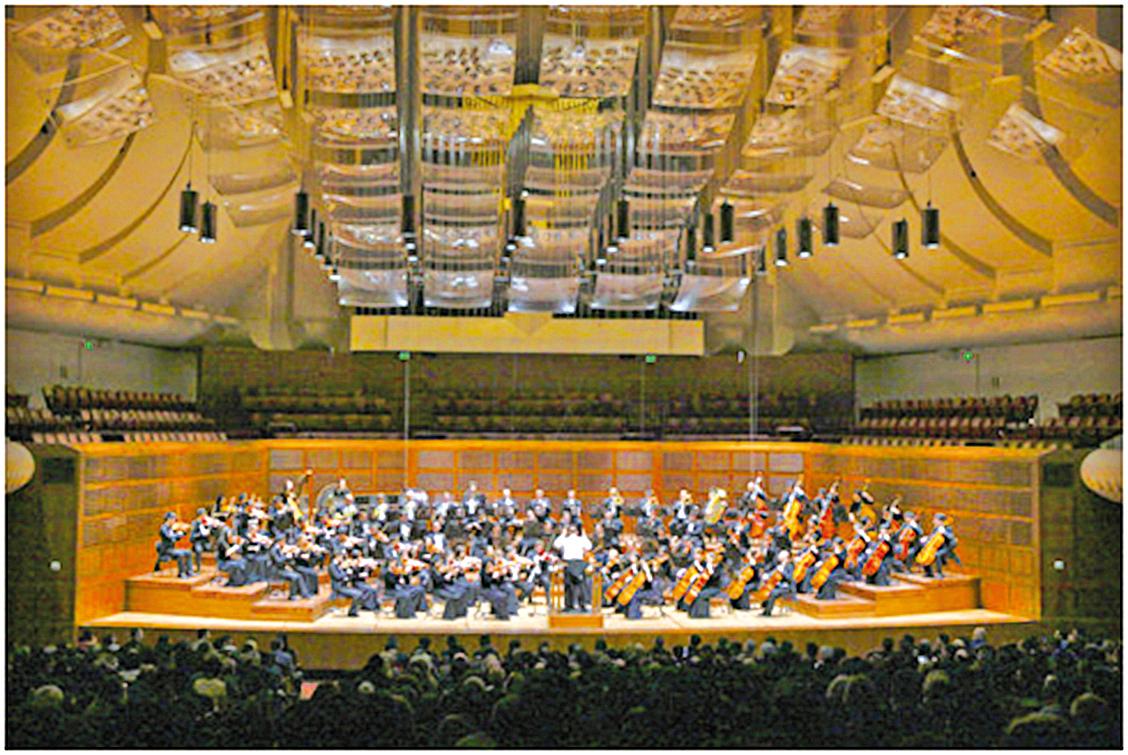 2013年10月22日晚8時,神韻交響樂團在舊金山戴維斯音樂廳(Davies Symphony Hall),向現場一千多名觀眾精彩演繹了西方經典曲目和原創音樂作品。現場觀眾反響熱烈(李明/大紀元)